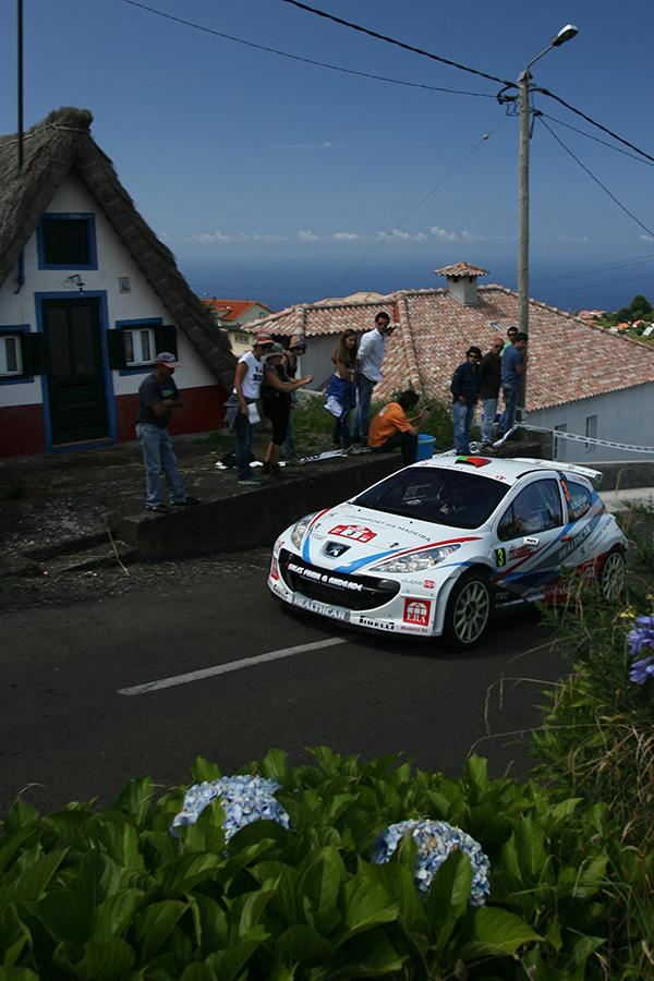 Los locales Magalhaes y Sà al frente del Rali Vinho da Madeira