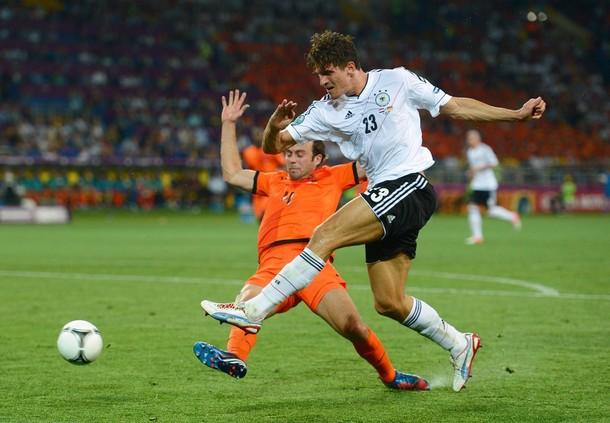 Mario Gómez ahoga a los Países Bajos y mete a Alemania en cuartos de final