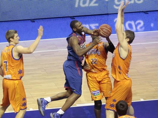 Valencia Basket y Regal Barcelona, en la lucha por estar arriba