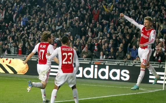 El PSV pierde el partido y el liderato en Amsterdam