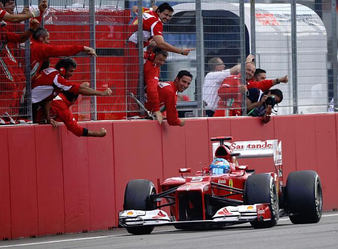 Alonso se lleva la victoria en casa del enemigo