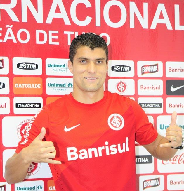 Ednei é apresentado no Inter