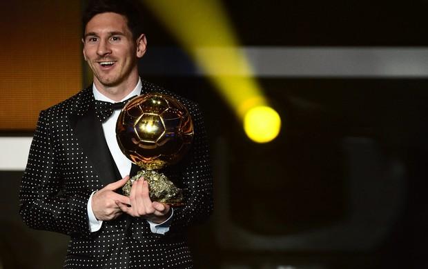Messi confirma expectativas e leva a Bola de Ouro pela quarta vez consecutiva