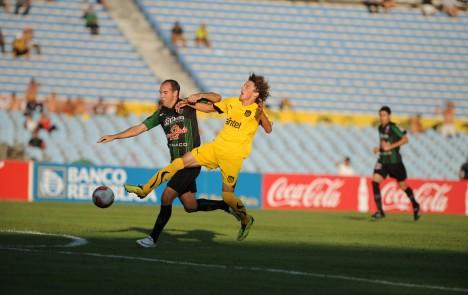 Peñarol le ganó 2 a 0 a El Tanque Sisley en su debut en el Clausura