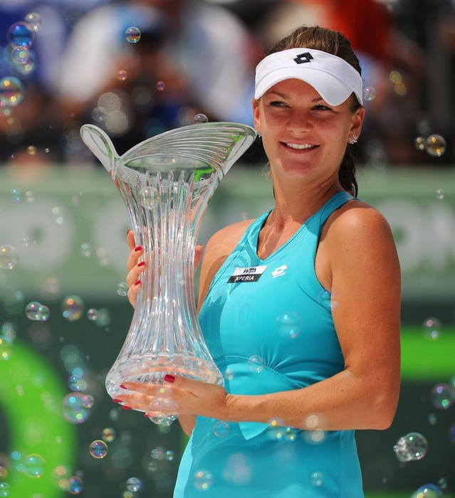 Sharapova choca contra el muro de Radwanska