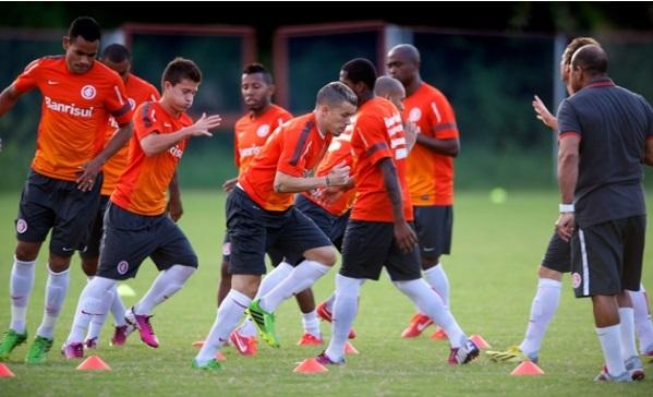 Vitória e Internacional fazem partida de estreia do Brasileirão 2013
