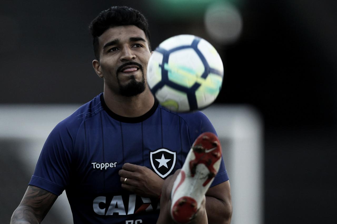 Após dez meses e apenas um gol, Aguirre se despede do Botafogo