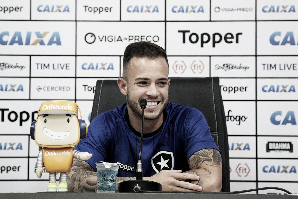 Ferrareis celebra primeiro gol com a camisa do Botafogo e se diz ansioso para estreia na Sula