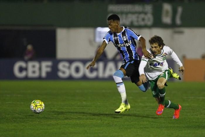 Em jogo de seis gols, Chapecoense e Grêmio empatam na Arena Condá
