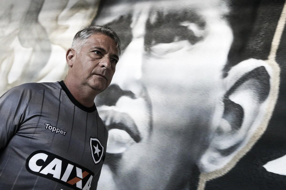 Com apenas quatro jogos no comando, Marcos Paquetá sofre pressão interna no Botafogo