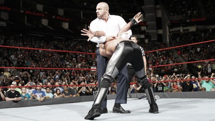 Triple H se cansa de Seth Rollins