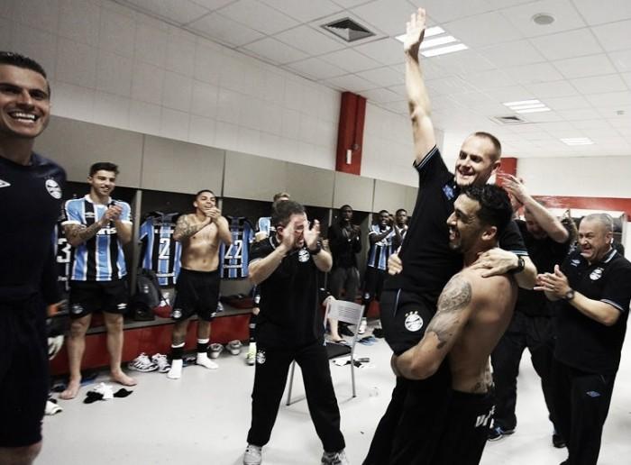 """Edilson festeja vitória do Grêmio no clássico: """"O outro lado tem que aguentar a bronca"""""""