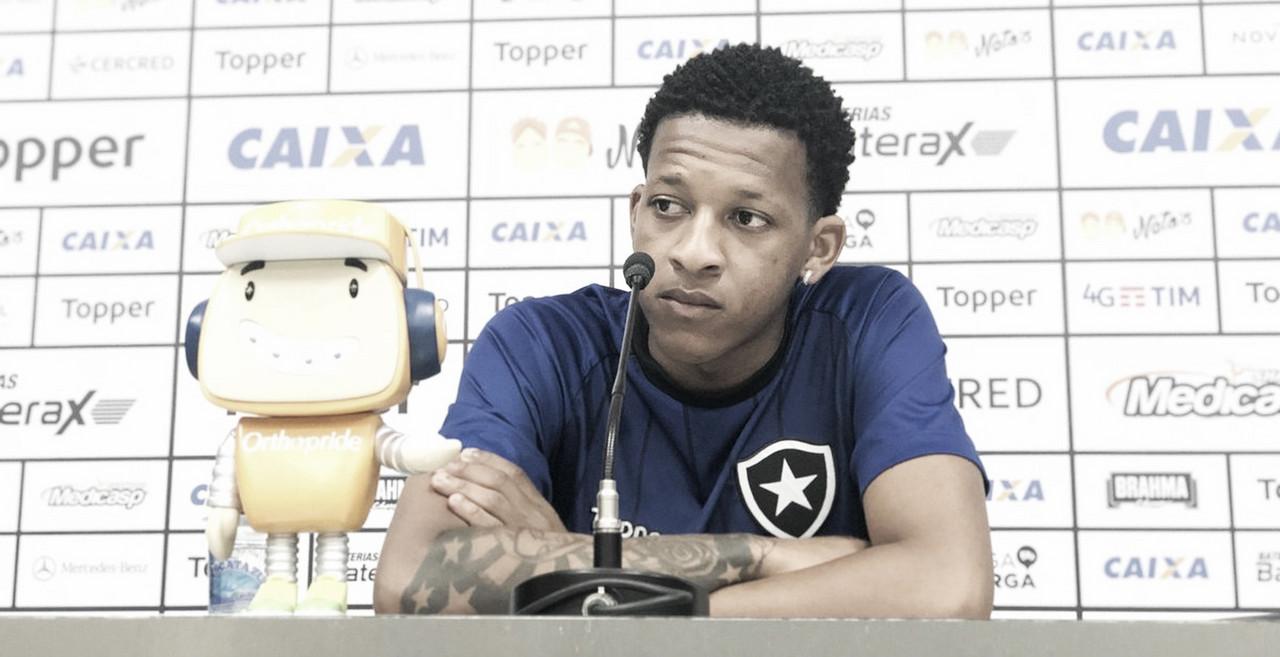 Bochecha reafirma dificuldade de jogar contra o líder, mas cita boa fase e casa cheia como trunfos do Botafogo