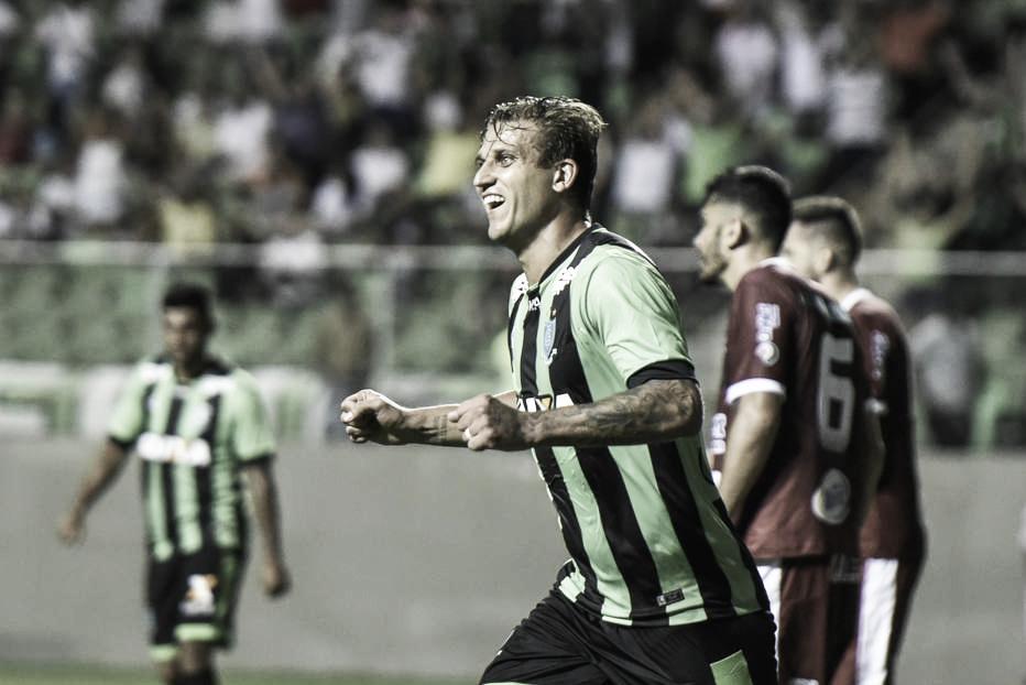 Botafogo sinaliza contratação do atacante Rafael Moura