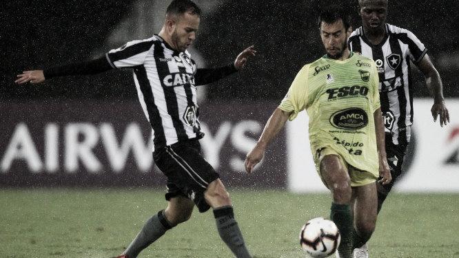 Com a vantagem do empate, Botafogo visita Defensa y Justicia para avançar na Sul-Americana