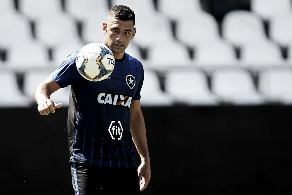 Regularizado, Diego Souza pode estrear pelo Botafogo no clássico contra o Fluminense