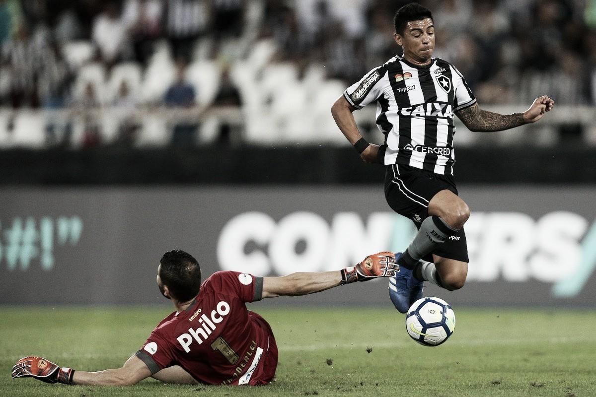 Incomodados, jogadores do Botafogo reclamam de gol anulado no final da partida