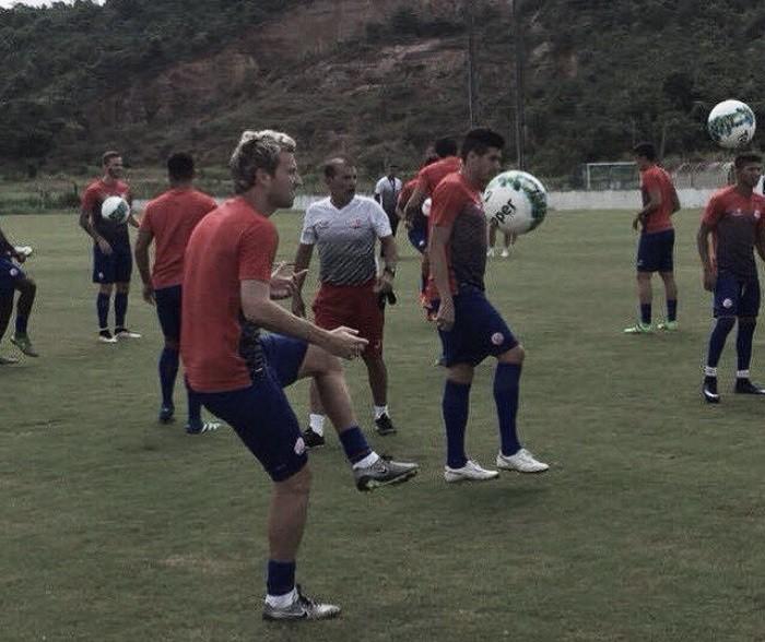 Náutico fecha treino para Gallo definir equipe que enfrentará Bragantino