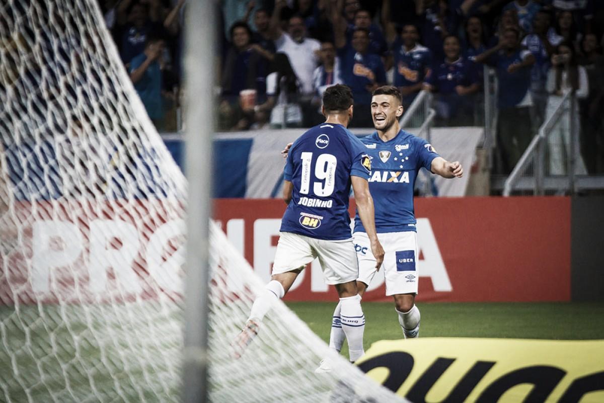 Barcos marca pela primeira vez e garante virada do Cruzeiro contra Atlético-PR no Mineirão