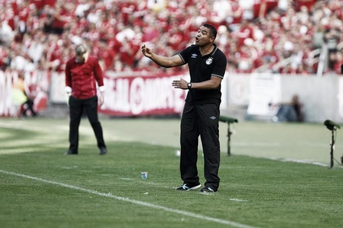 Roger não entra em polêmica do áudio e elogia time do Grêmio na vitória no Beira-Rio