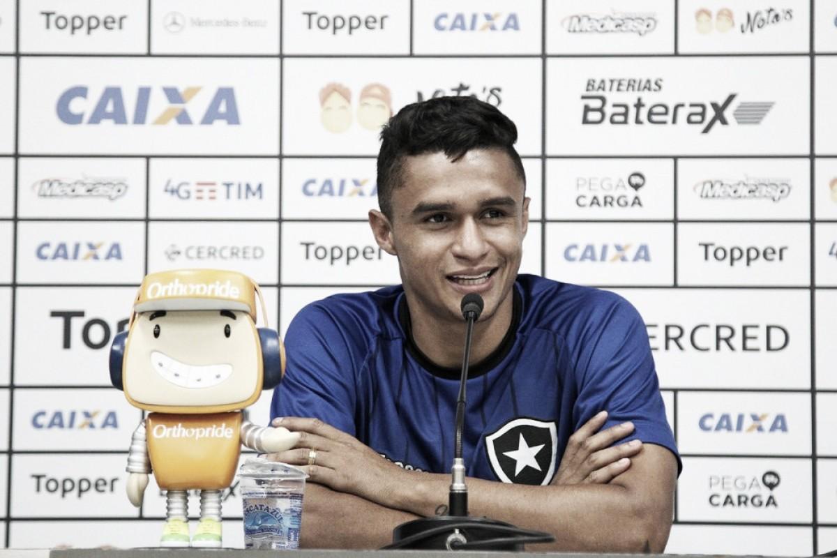 Erik demonstra confiança em um bom resultado diante do Grêmio e se diz feliz no Botafogo