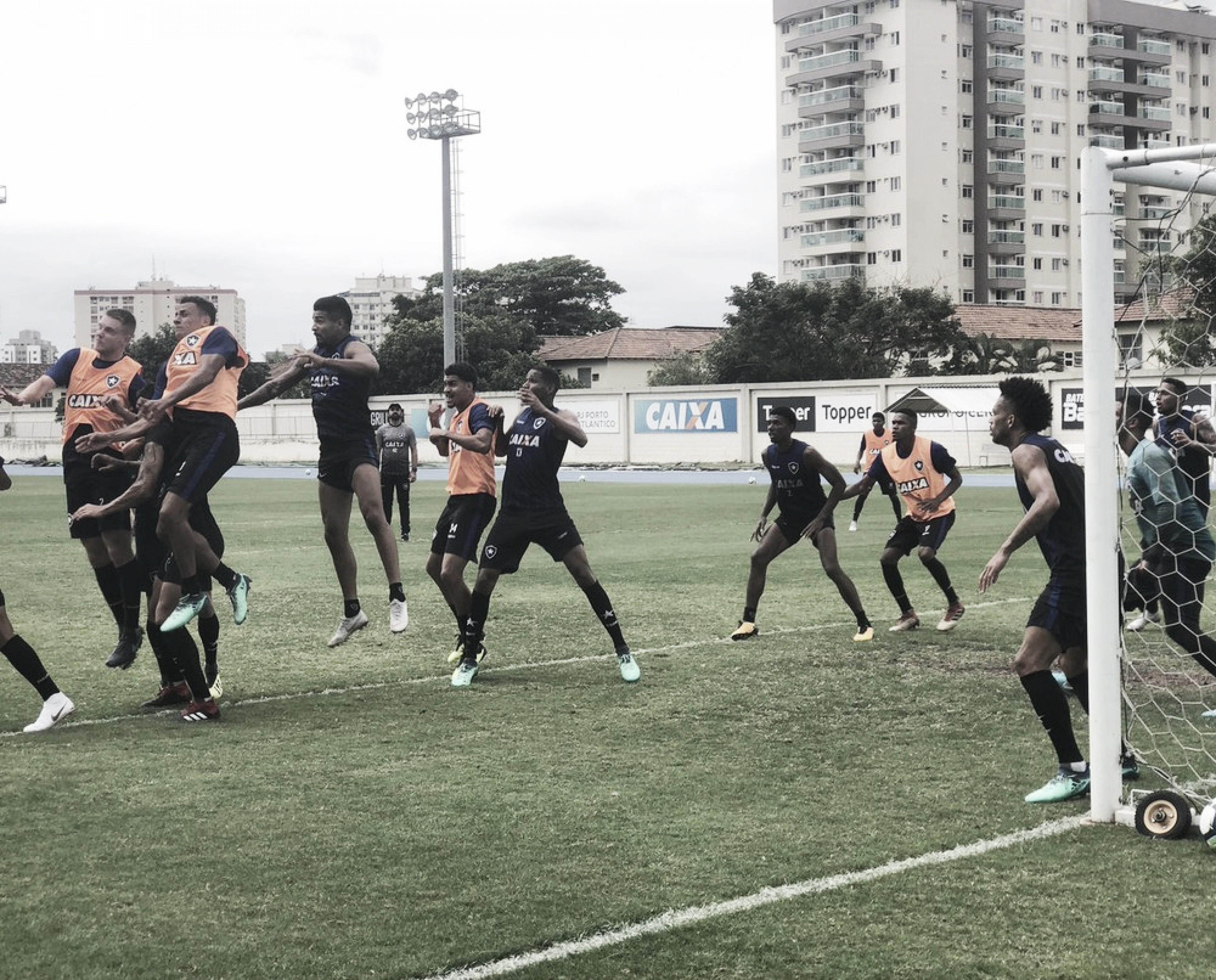 Em dia marcado pela reaparição de Jefferson, reservas do Botafogo vencem sub-20 em jogo-treino