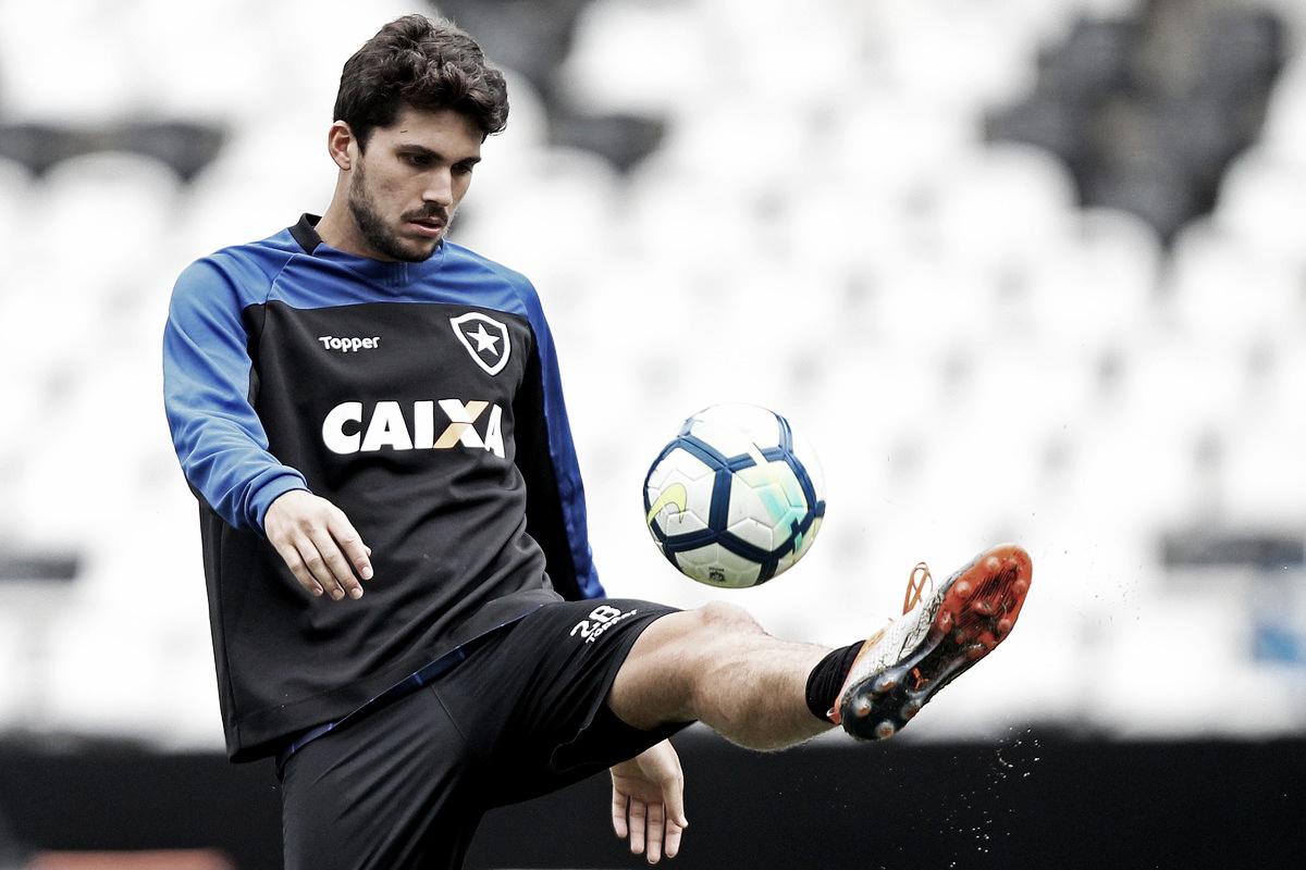 Rabello projeta duelo contra o Santos e prega pés no chão em relação à Libertadores