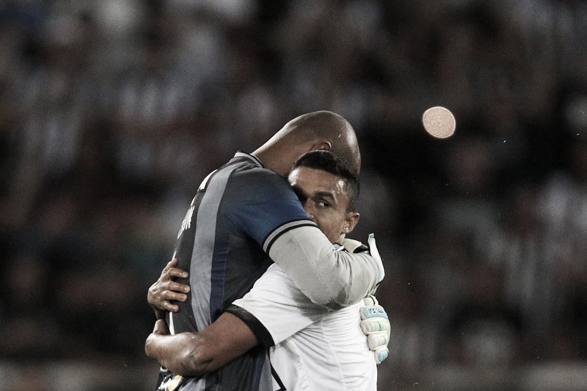"""Em clima de despedida, Erik agradece ao Botafogo e minimiza adeus: """"É um até logo"""""""