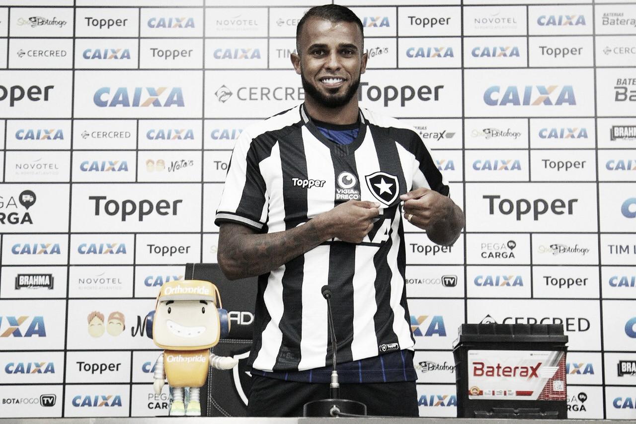 Apresentado, Alex Santana se diz motivado e projeta ano de conquistas no Botafogo