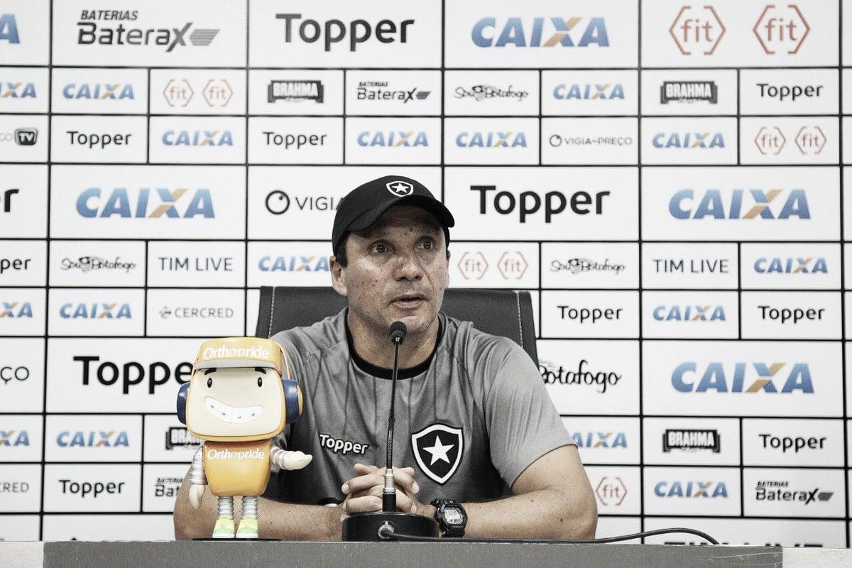 """Zé vê Flamengo como favorito, mas diz confiar no potencial do Botafogo: """"Há como igualar"""""""