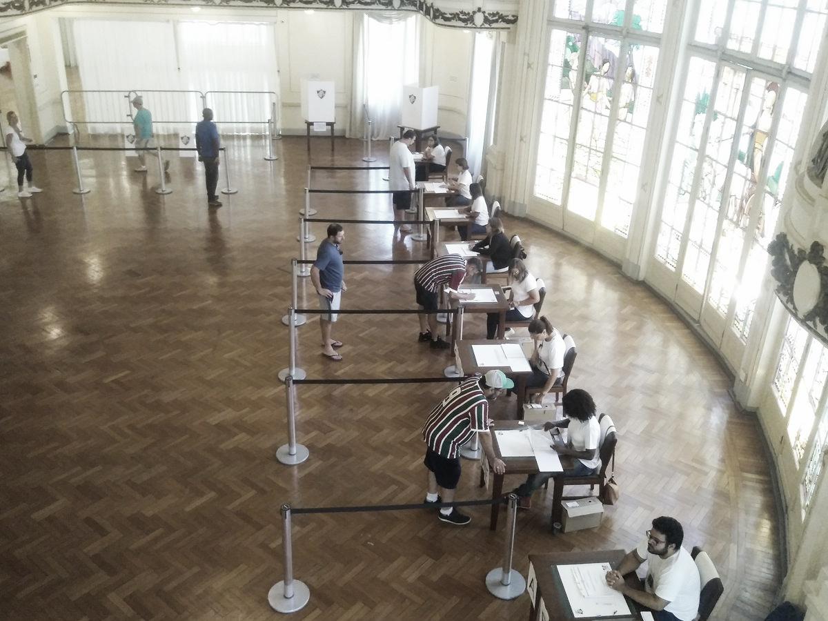 Em votação nas Laranjeiras, sócios aprovam mudança do estatuto e eleição será antecipada