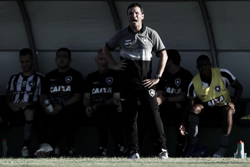 """Zé Ricardo comemora primeira vitória, mas prega pés no chão: """"Conta ainda é negativa"""""""