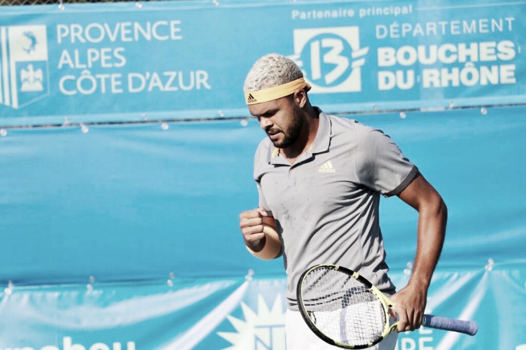 Tsonga supera começo ruim, vence Andujar de virada e estreia com vitória no ATP 250 de Metz