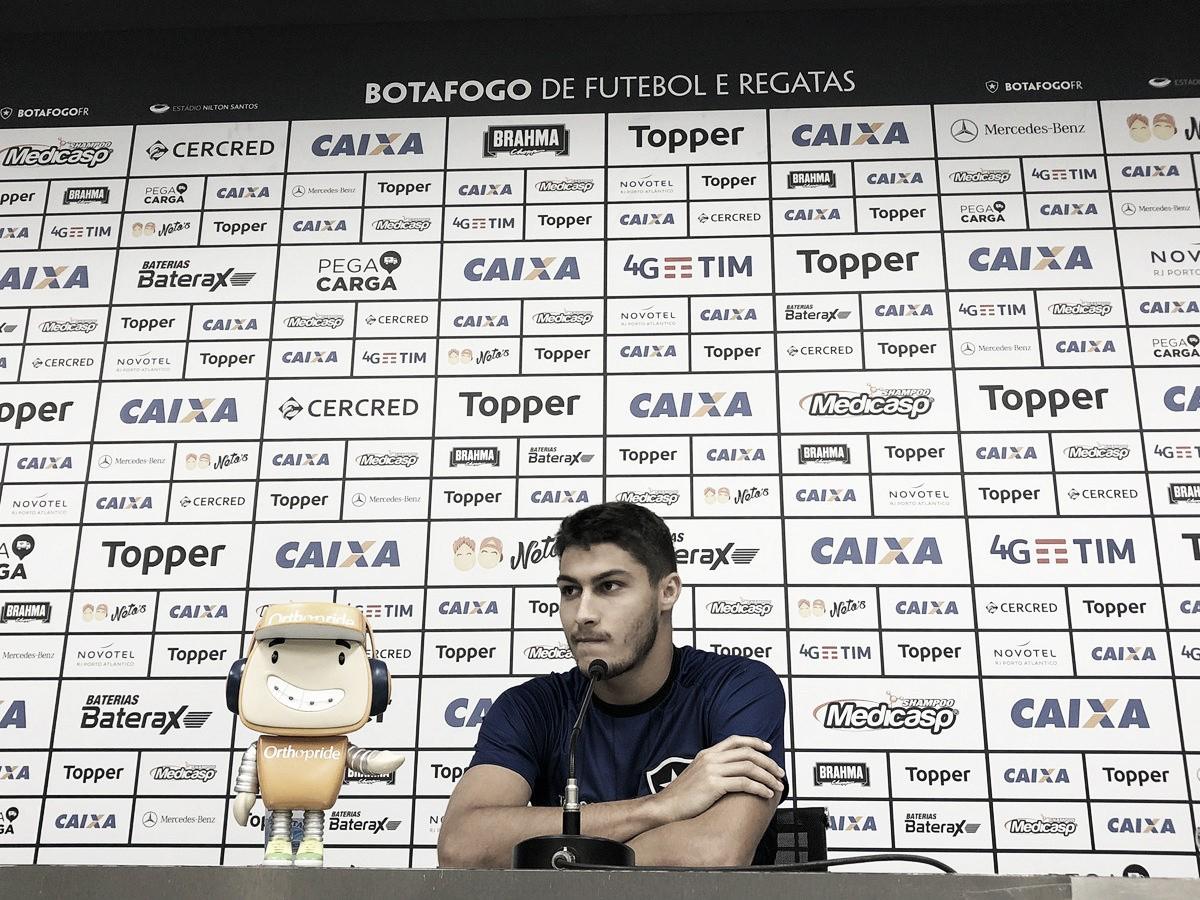 """Após derrota do Botafogo, Marcinho projeta foco nas próximas partidas: """"Temos que virar a chave"""""""