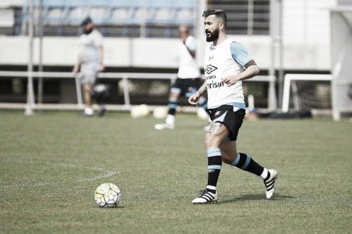 Renato encaminha retorno de Douglas e Grêmio embarca para enfrentar Cruzeiro