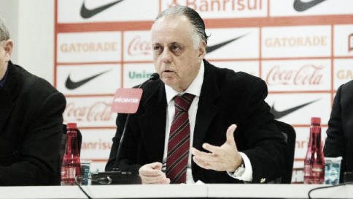 """Carvalho defende Roth após derrota para América-MG: """"Ele está buscando um equilíbrio"""""""