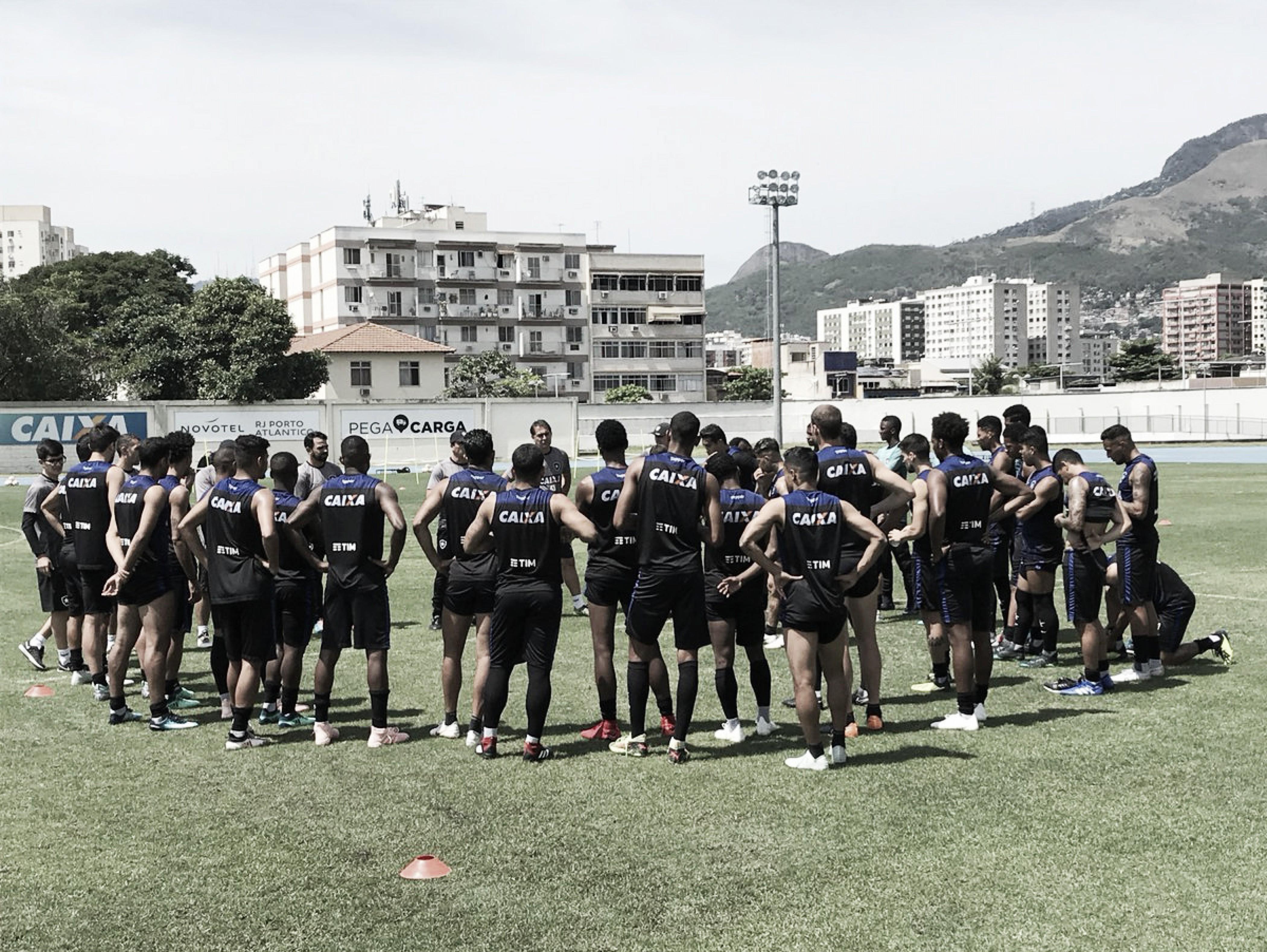 Por desgaste, Carli, Moisés e Kieza serão poupados no Botafogo para jogo contra o Bahia
