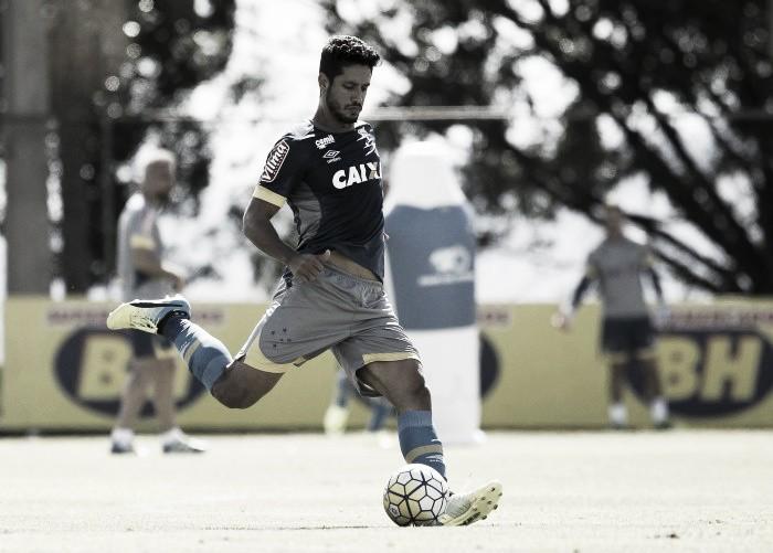 Zagueiro Léo demonstra otimismo para renovação de contrato com Cruzeiro