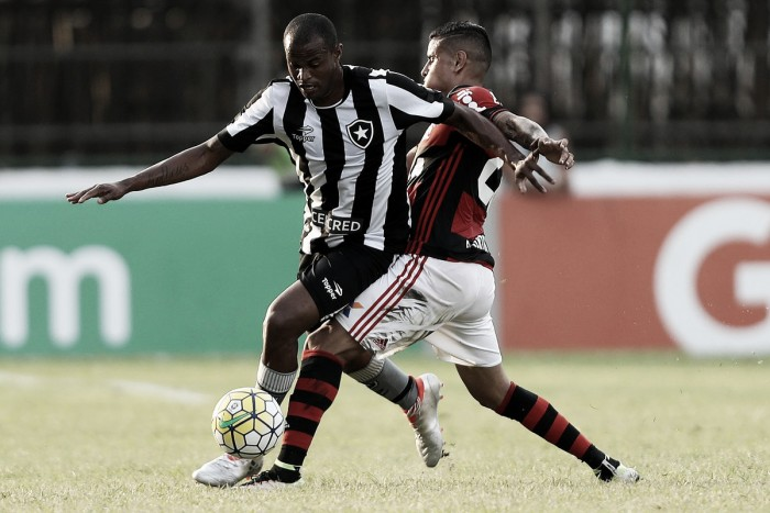 Na estreia da Arena, Botafogo reage no fim e empata com Flamengo em jogo emocionante