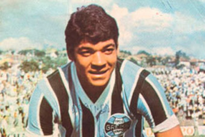 Ex-atacante Alcindo, maior artilheiro da história do Grêmio, falece aos 71 anos
