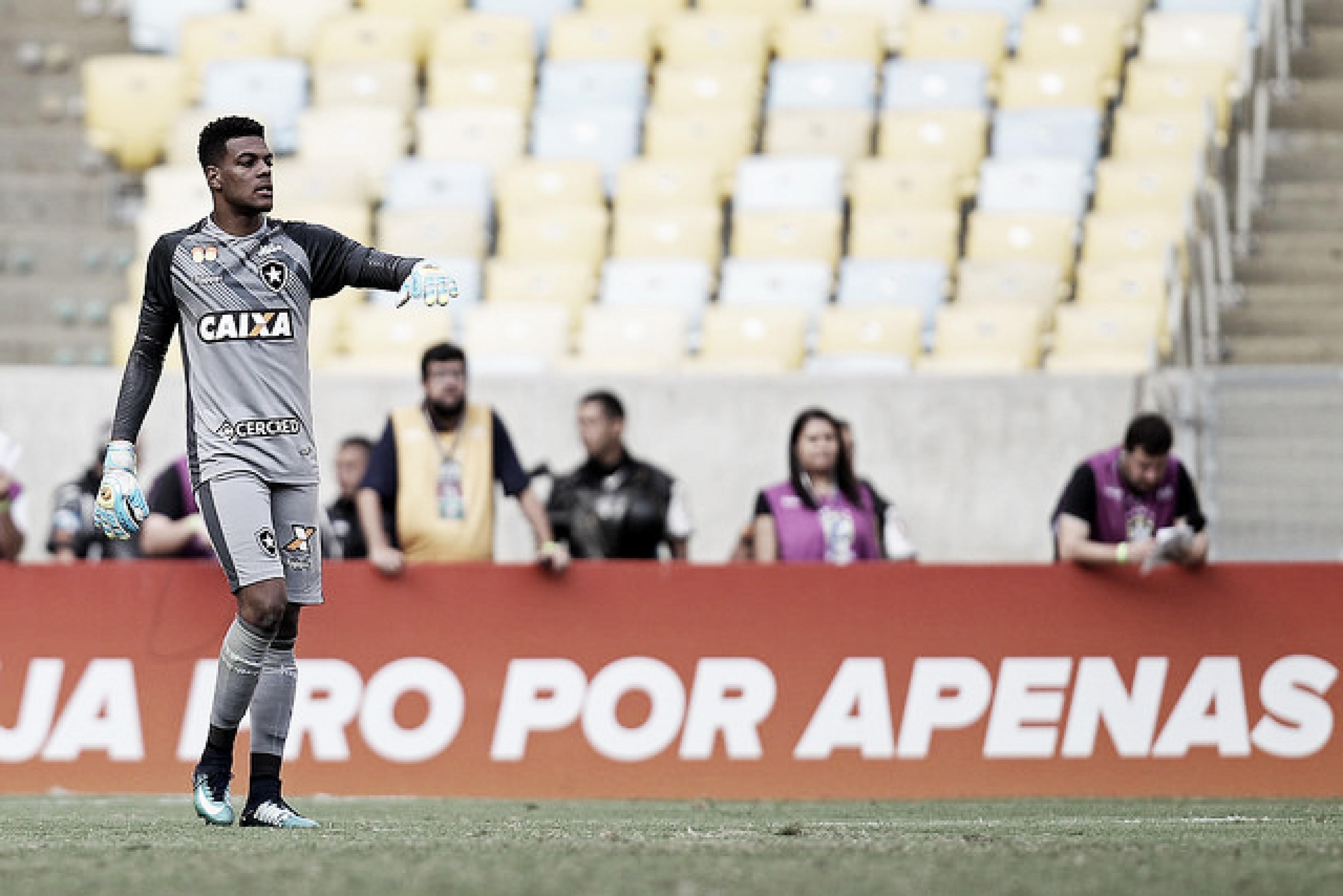 Saulo lamenta situação do Botafogo no Brasileirão e garante apoio a Lindoso após pênalti perdido
