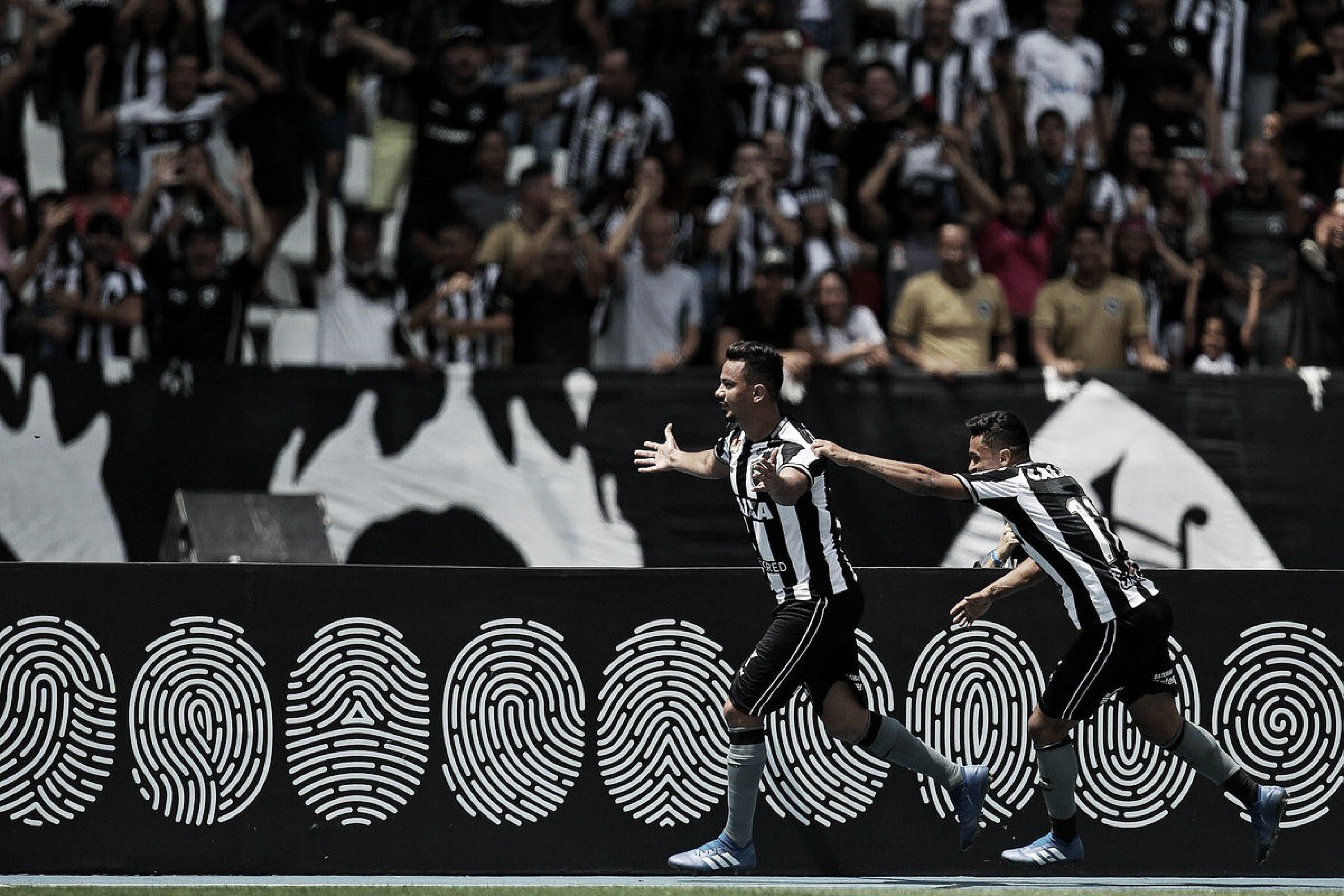 Artilheiro do Botafogo no Brasileirão, Lindoso se diz surpreso com marca atingida
