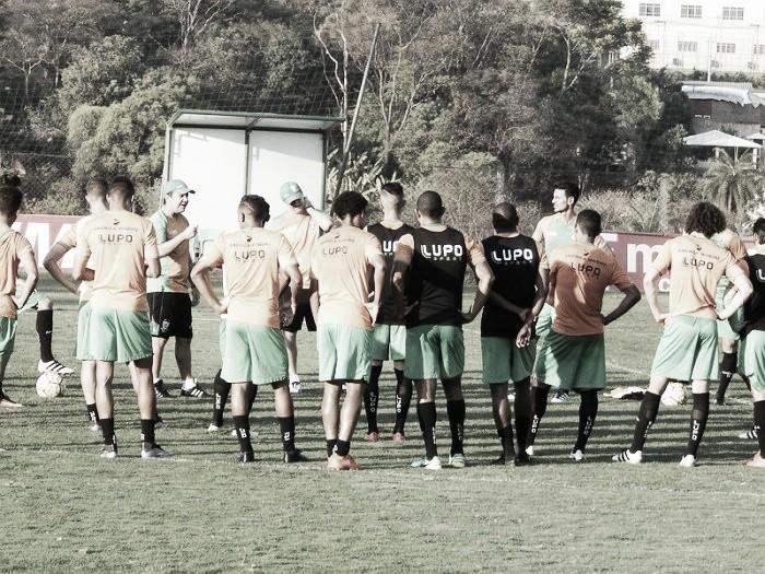 Enderson Moreira sinaliza time do América-MG contra Coritiba