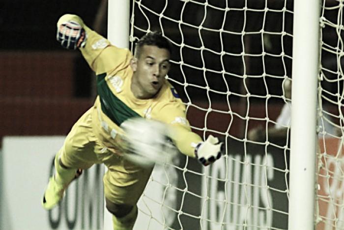 Danilo pega quatro pênaltis, Chapecoense elimina Independiente e chega às quartas