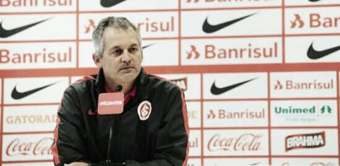 """Lisca analisa estreia no Inter e comenta pênalti marcado: """"Terrível o que fizeram com a gente"""""""