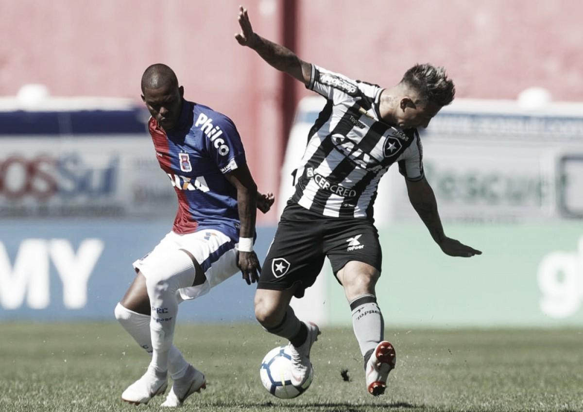 Irritado após ser substituído no Botafogo, Leo Valencia posta mensagem curiosa em rede social