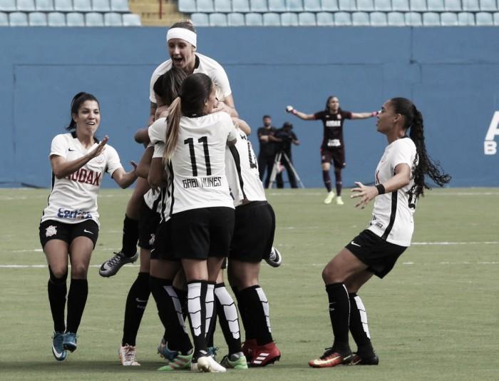 Corinthians conquista virada no fim e bate Kindermann no Brasileirão Feminino