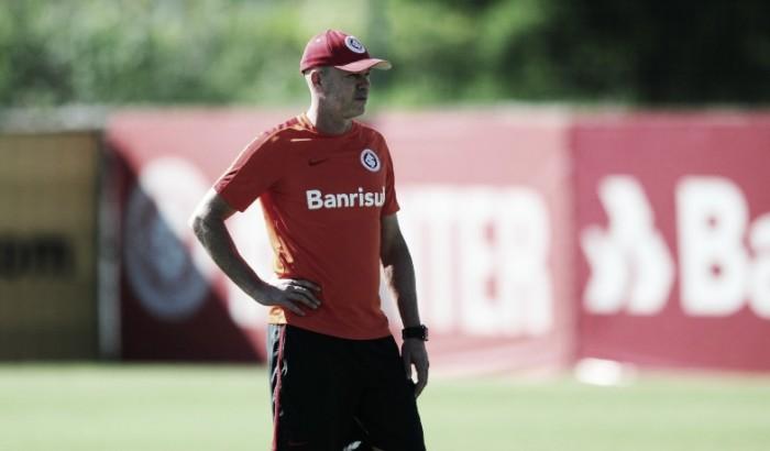 Antônio Carlos avalia falta de comunicação no gol do Ypiranga contra o Inter