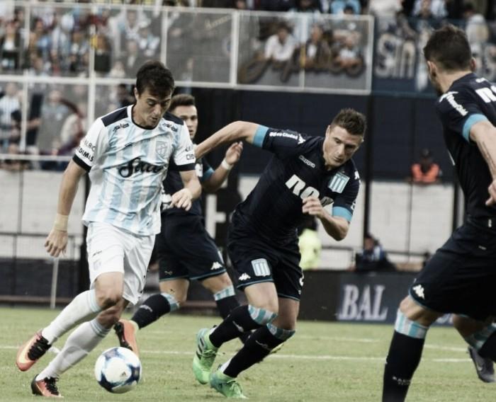 Racing vence Atlético Tucumán em jogo de sete gols e sobe na tabela do Argentino