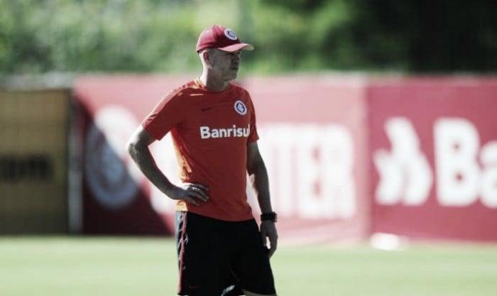 Internacional confirma saída do técnico Antônio Carlos Zago após derrota para Paysandu